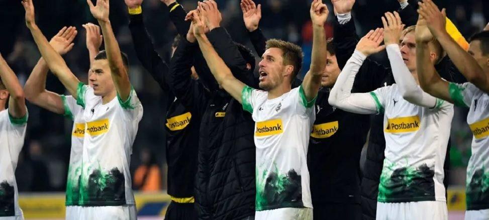 Gladbach celebrates win over Frankfurt