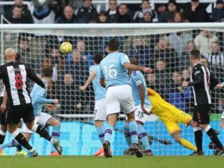 Jonjo Shelvey scored a late equalizer that leaves Manchester City 11 points away from Liverpool.
