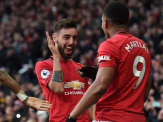 bruno fernandes and martial celebrate manchester city